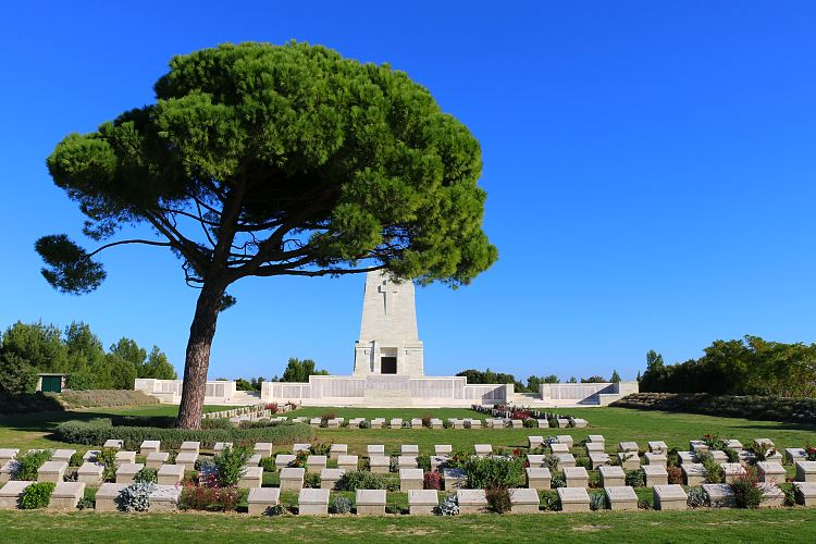 Soldatengräber und das Lone Pine Memorial in Gallipoli.