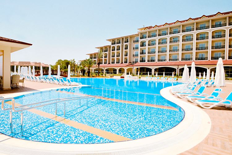 Der Pool des Paloma Oceana Resort