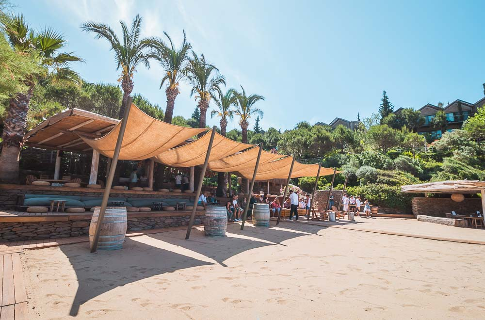 Strandbar am Boho Beach im Club Marvy in Özdere, Türkei